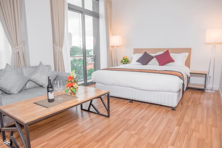 Spacious Deluxe room serviced apartment C4