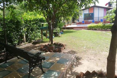 CASA CAMPESTRE, Rodeada de jardines y zonas verdes