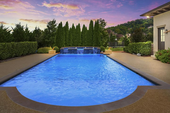 Sparkling Pool to dive in!
