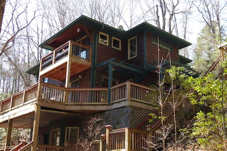 Romantic Creek-Side Cabin on 8 Secluded Acres!