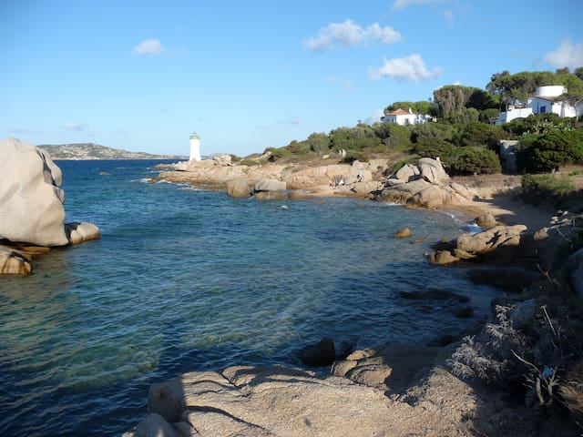 HOUSE SEAFRONT (130 m), TOTAL PRIVACY WITH GARDEN - Palau - Hus