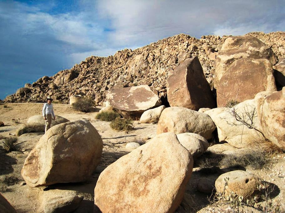 You're surrounded by incredible boulder groups, just like at the Joshua Tree National Park