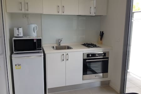Traveller or Student Accommodation - Caulfield East - Apartament