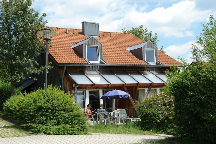 Ferienhaus-Appartements am Kellerberg (Zandt), Ruhiges Ferienhaus (73 qm) umgeben von Wiesen, Feldern und Wald