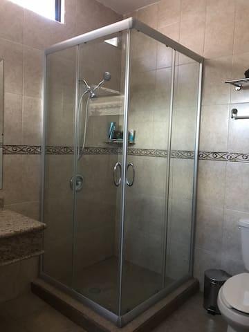Cama Queen -recámara con baño privado
