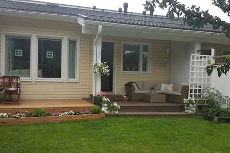 Lovely house in small village with sauna and yard. - Espoo - Reihenhaus