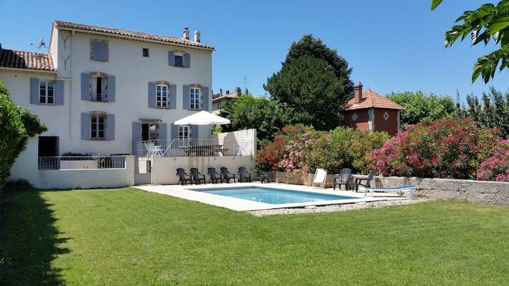 Grande maison de village pour 12 pers, piscine