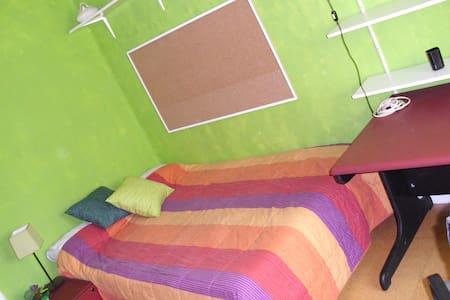 Habitación luminosa en Ensanche - 潘普洛纳 - 公寓