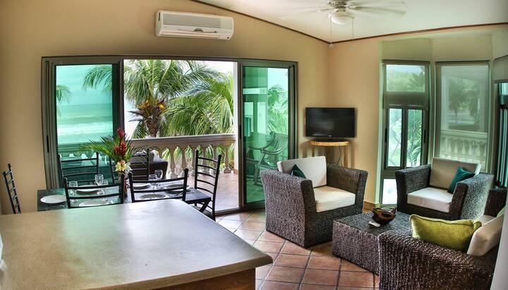 Villas Iguana A-15: Beachfront Condo