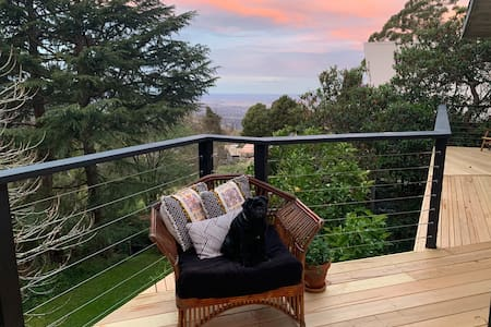 Kurrajong Heights Cottage with a view