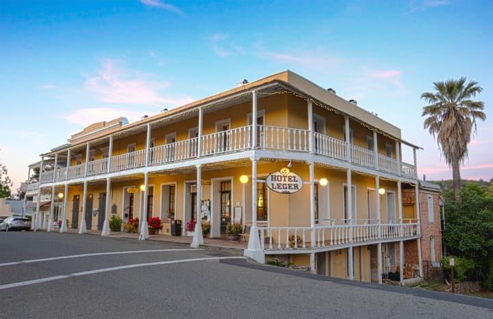 Hotel Leger Restaurant & Saloon - The McCartney Room