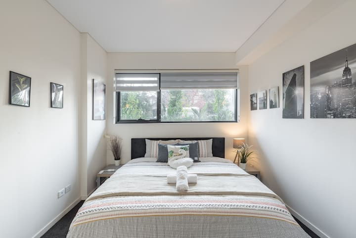 Cozy Kingbed Apt Study Homebush Sleeps 5