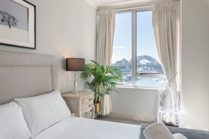 Stunning Harbour Bridge View in Sydney CBD!