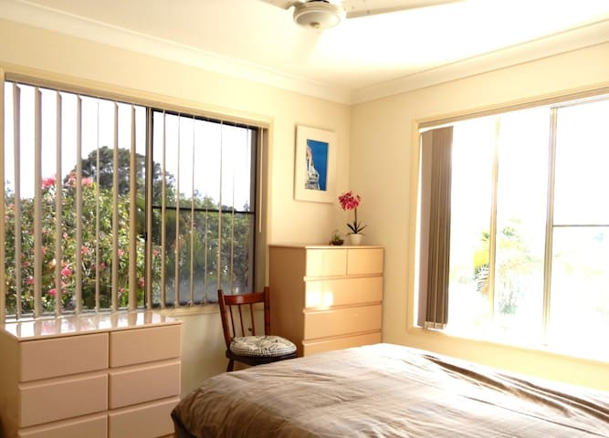 2 Bedrooms, Sunset Balcony & Tranquil Creek Views