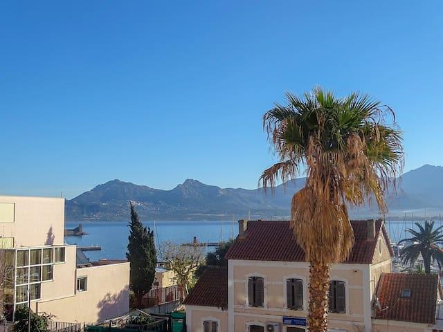 T2 hypercentre de Calvi avec vue mer et montagnes