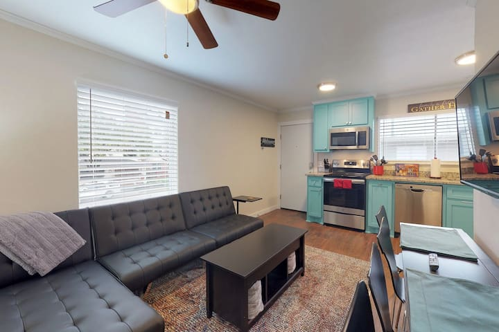 NEW LISTING! Cozy city apartment w/ a shared deck - close to downtown!