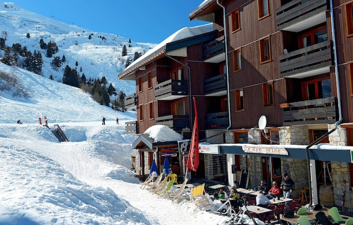 Studio dans les Montagnes avec Local à Skis GRATUIT + Cuisine Equipée!