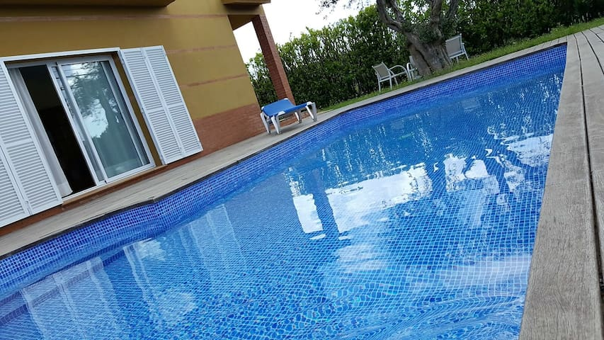Big family house with garden and pool - 3kms beach - L'Armentera