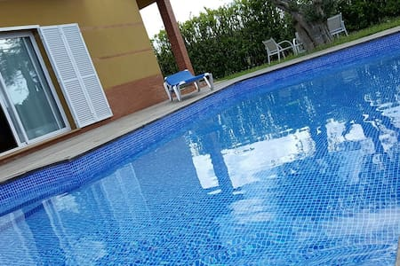 Big family house with garden and pool - 3kms beach - L'Armentera - Дом