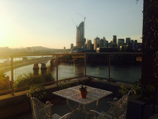 Heritage Room with City View - Kangaroo Point - Byt