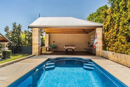 Luxurious family home, central location. - Nedlands