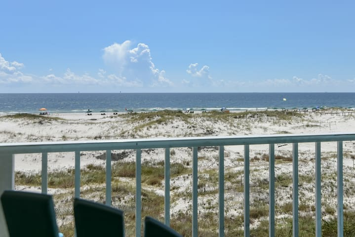 NEW! Beachfront condo at Plantation Dunes w/balcony, pools/hot tub, gym & sauna
