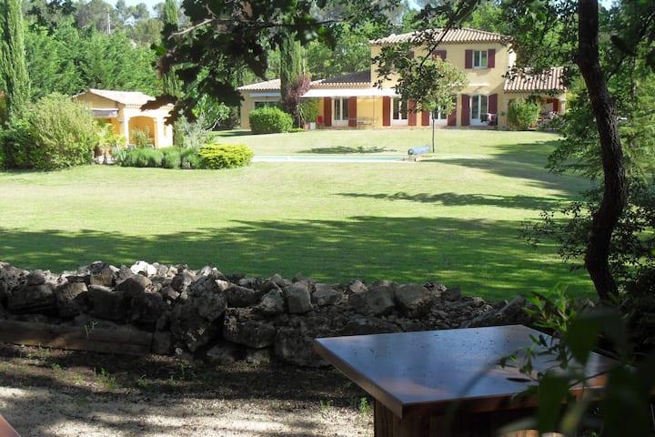 Magnifique villa de vacances au calme