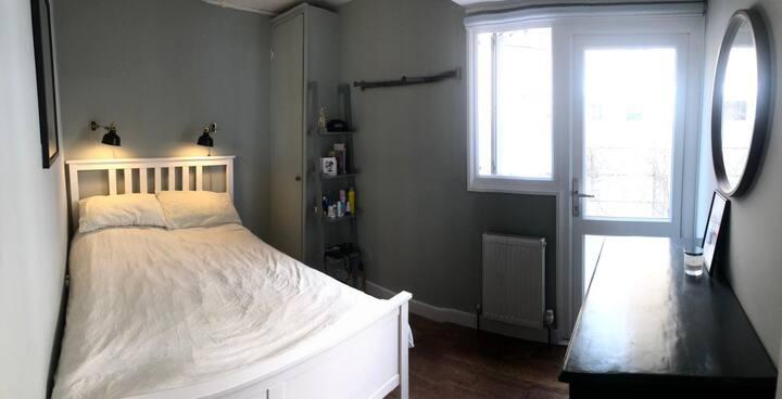 Lovely light room in the heart of Kensal Rise
