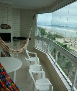 Lindo Apto frente para o mar com ampla varanda