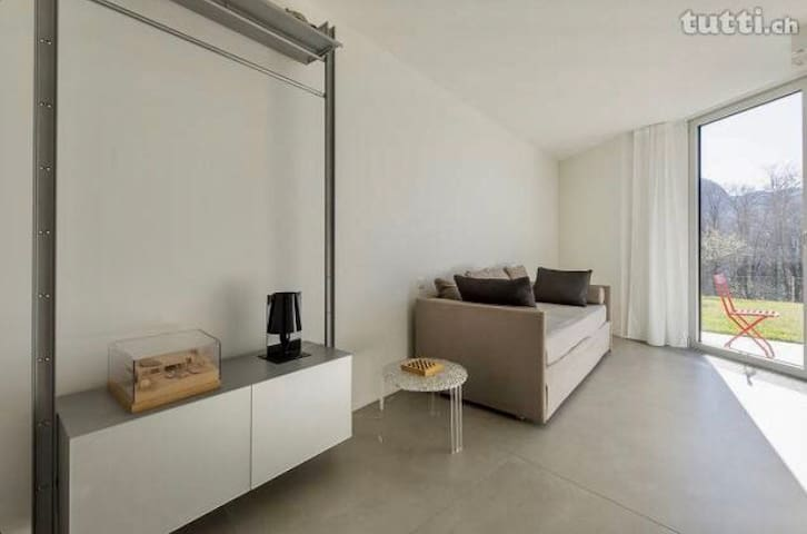 camera & doccia in loft design - Canobbio - Apartment