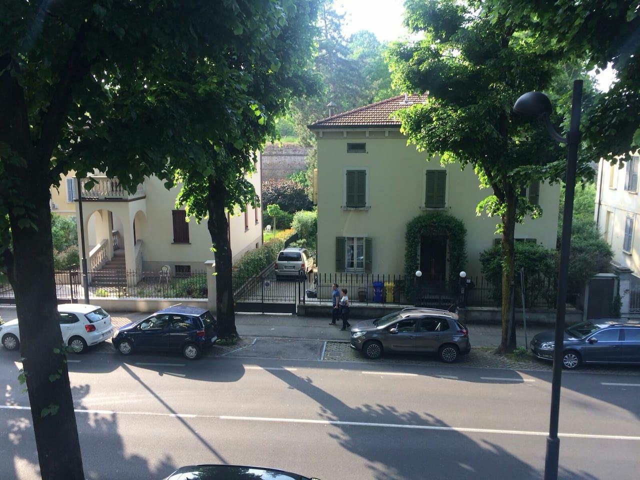 vista delle mura della cittadella dal balcone di casa