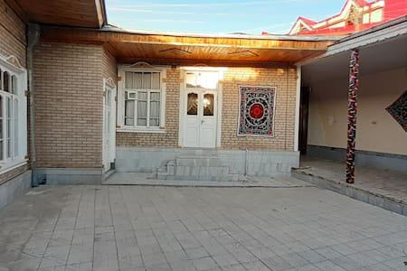 Guest house FAYZI <ПОСТЕЛЬ И ЗАВТРАКОМ>