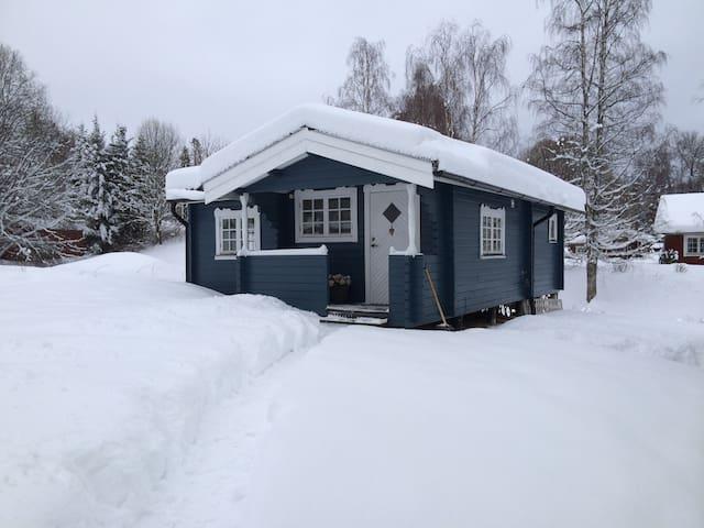 Rymlig stuga strax utanför centrala Sunne