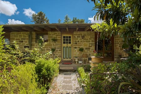 Hunter Valley Stone Cottage. - Greta