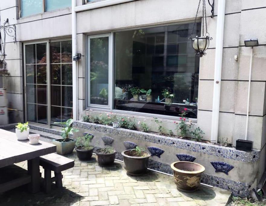 房子外面小花园