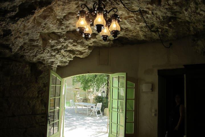 "Songbird Sanctuary's Troglogite ""The Skylark"" - Civray-de-Touraine - Cave"