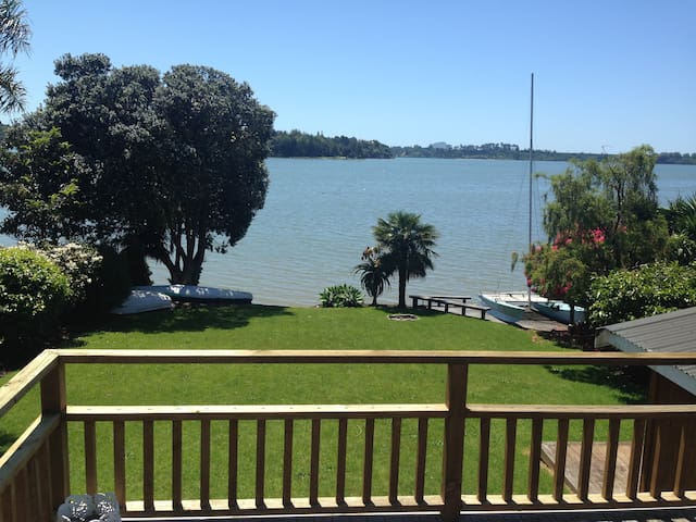 Bay Waterside Retreat - Master Bedroom & En suite - Tauranga - Haus