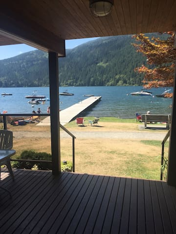 Cultus Lake Waterfront Cabin - Cultus Lake - Casa