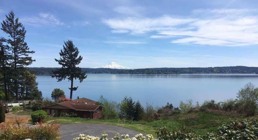 An A frame house w/ views & beach! - Gig Harbor - Huis