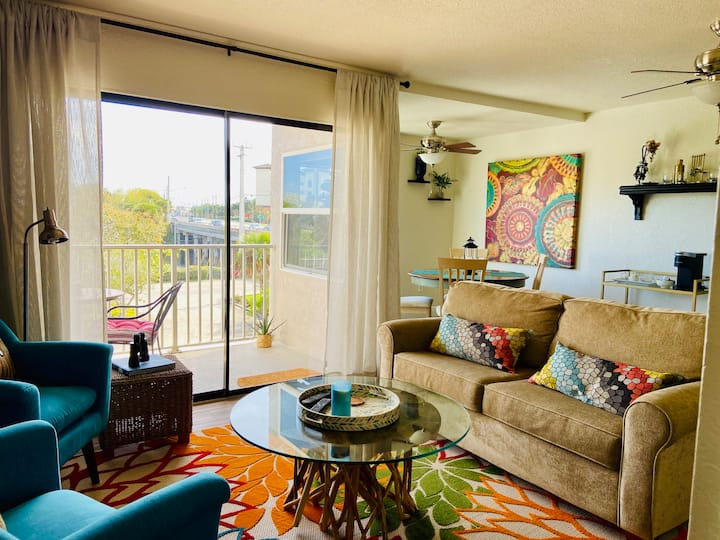 Serene Harbor View+ Pool in Heart of DT Melbourne