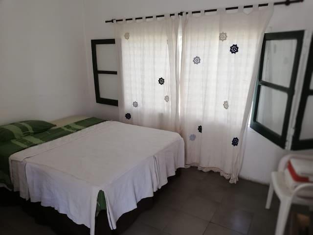 Habitación con baño privado en las sierras!