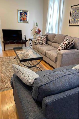 Comfy & Convenient Suburban Oasis