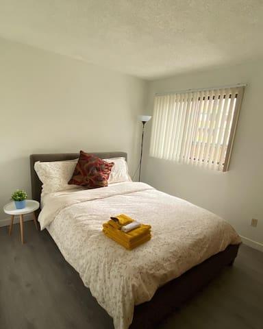 Private room in Downtown Richmond near Sky Train