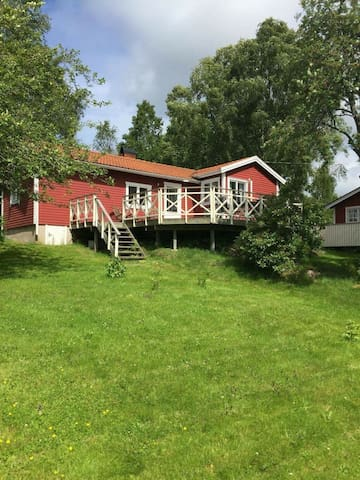 House with big garden 1,5 km from the sea - Svanesund  - Hus