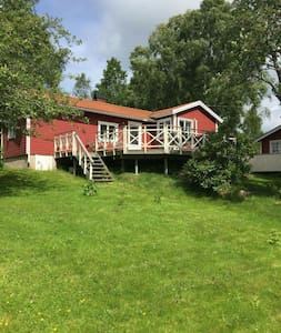 House with big garden 1,5 km from the sea - Svanesund  - Rumah