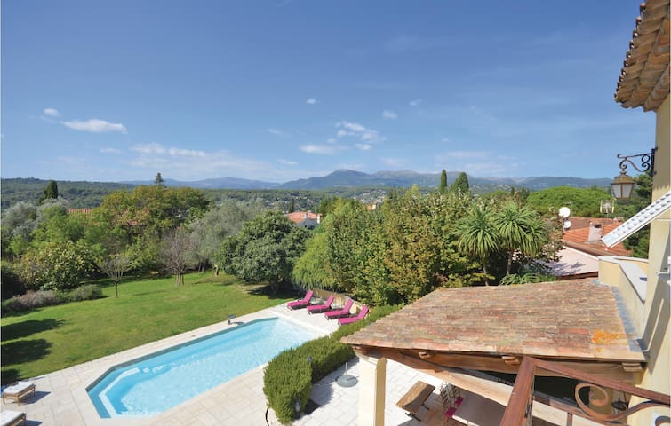 Holiday cottage with 5 bedrooms on 250m² in La colle sur loup