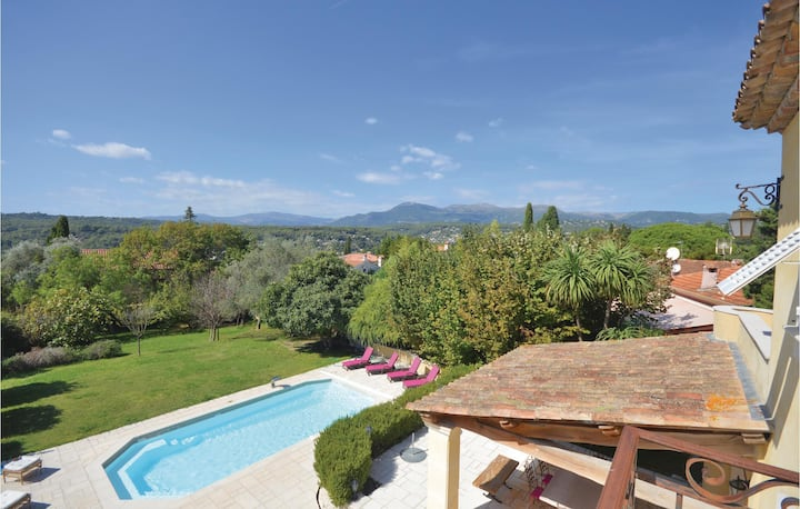 Nice home in La colle sur loup with WiFi and 5 Bedrooms