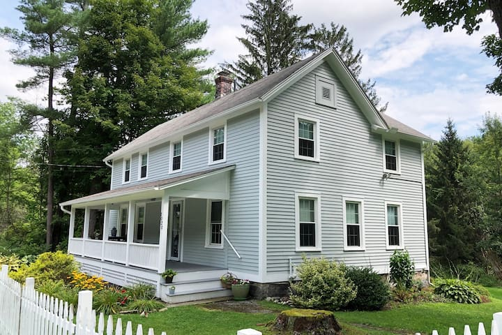 Williamstown MA Beautiful Berkshires Farmhouse!
