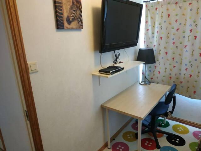 Private Room with TV,  Quiet Neighborhood