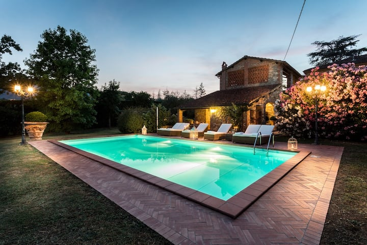 VILLA CLARA a Tuscany 5 bedrooms Farmhouse Villa with Private Pool on the Lucca Hills